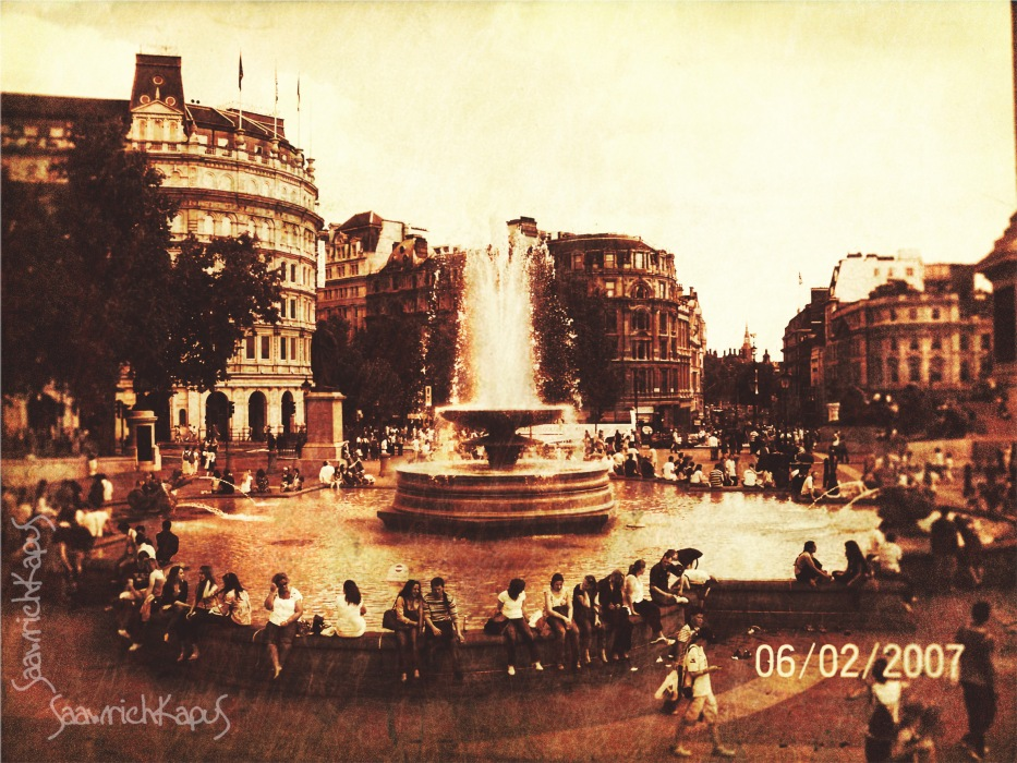photoblog image Fountain at Trafalgar Square...